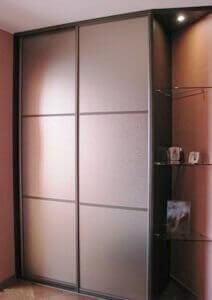 Раздвижная система для шкафа-купе: фасады из зеркала бронза с обработкой сатин